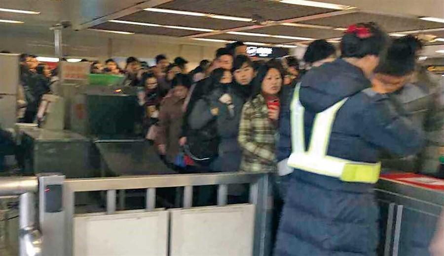 Metro QR scan payment popular