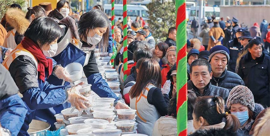 Queuing for temple's porridge began at 4am