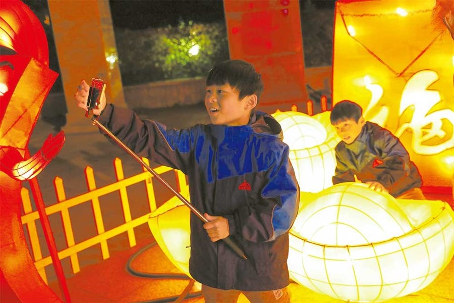 Cultural bonanza across the city to thrill Spring Festival holiday crowd