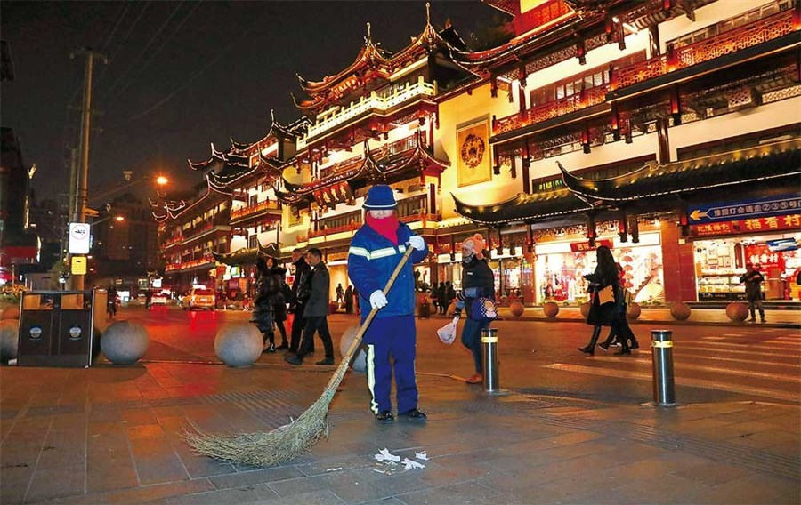 Keeping the city clean: the hard life of sanitation workers
