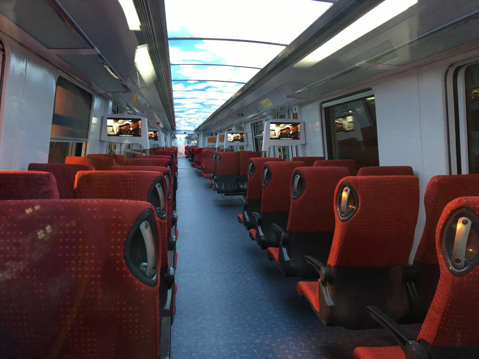 Shenzhen metro launches controversial business class carriage shanghai daily - Carrage metro ...