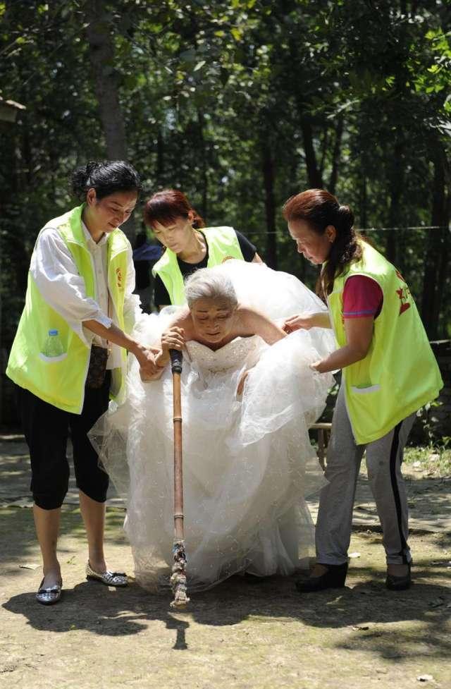 centenarian couple takes wedding photos shanghai daily