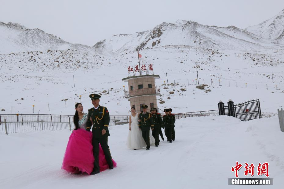 soldiers hold weddings at chinapakistan border shanghai