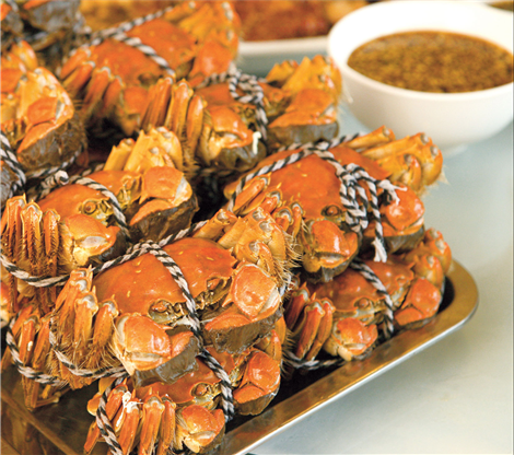 Expats initiated into hairy crab rites | Shanghai Daily