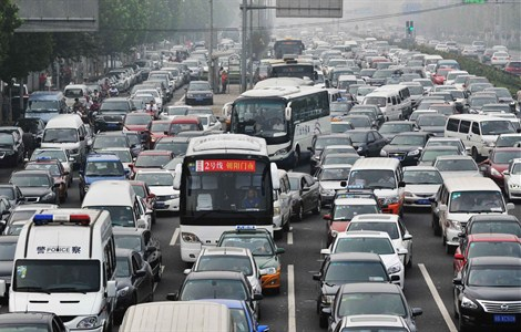 Vehicles are seen near Liujiayao Bridge in Beijing this morning, the first day of the new semester for primary and middle school students. Severe traffic jams are expected this month due to a rise in tourists, big events and shopping promotions for both the Mid-Autumn Festival and the National Day holiday.  --Xinhua