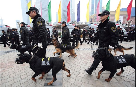 Officers from the police tactical unit (PTU) arrive for a drill at the Oriental Pearl Tower in the Pudong New Area yesterday. The special unit has been set up to tackle possible terrorism or violent attacks.