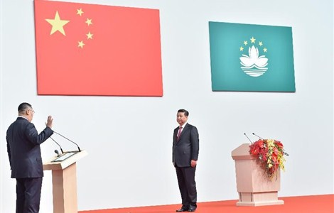 Administered by Chinese President Xi Jinping (R), Chui Sai On is sworn in as the fourth-term chief executive of the Macau Special Administrative Region (SAR) at a celebration gathering marking the 15th anniversary of Macau's return to the motherland in Macau, south China, December 20, 2014.