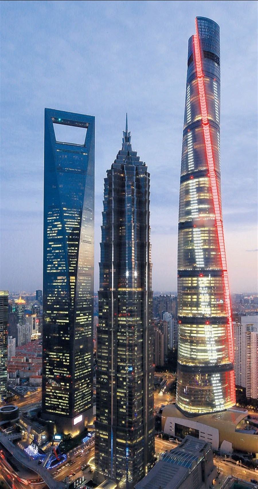 Shanghai Tower Lights Up Shanghai Daily