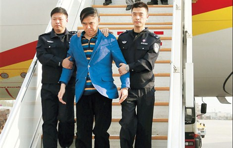 Pang Shunxi (front), a former tax official in Tianjin, and An Huimin, the former general