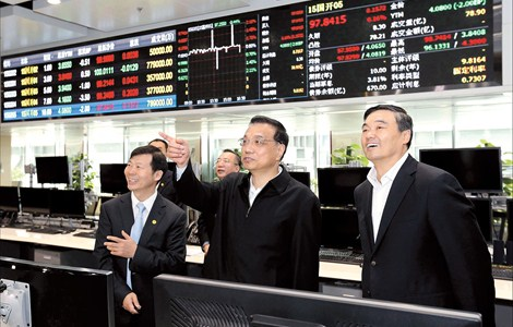 Premier Li Keqiang (center) gestures during an inspection of the National