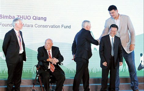Former NBA star Yao Ming (right) shakes hands with a guest speaker at the