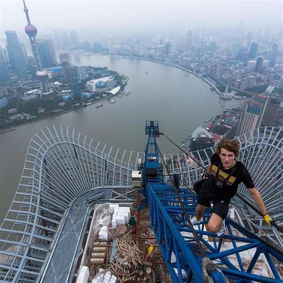 Shanghai Tower climbers foiled   Shanghai Daily Badminton Games