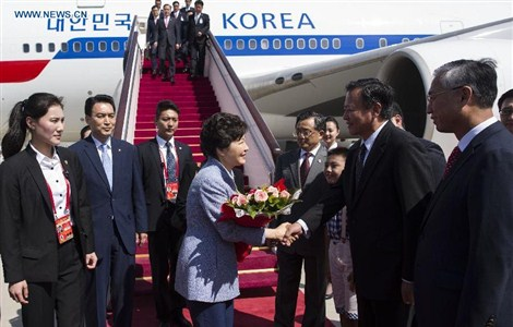 South Korean President Park Geun-hye (C) arrives at the Beijing Capital International Airport in Beijing, capital of China, Sept. 2, 2015, to attend events commemorating the 70th anniversary of the victory in the Chinese People's War of Resistance Against Japanese Aggression and the World Anti-Fascist War.