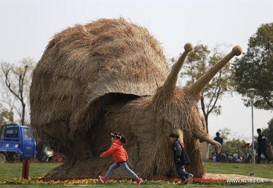 Straw-made animals seen during tourism festival in Nanjing | Shanghai Daily