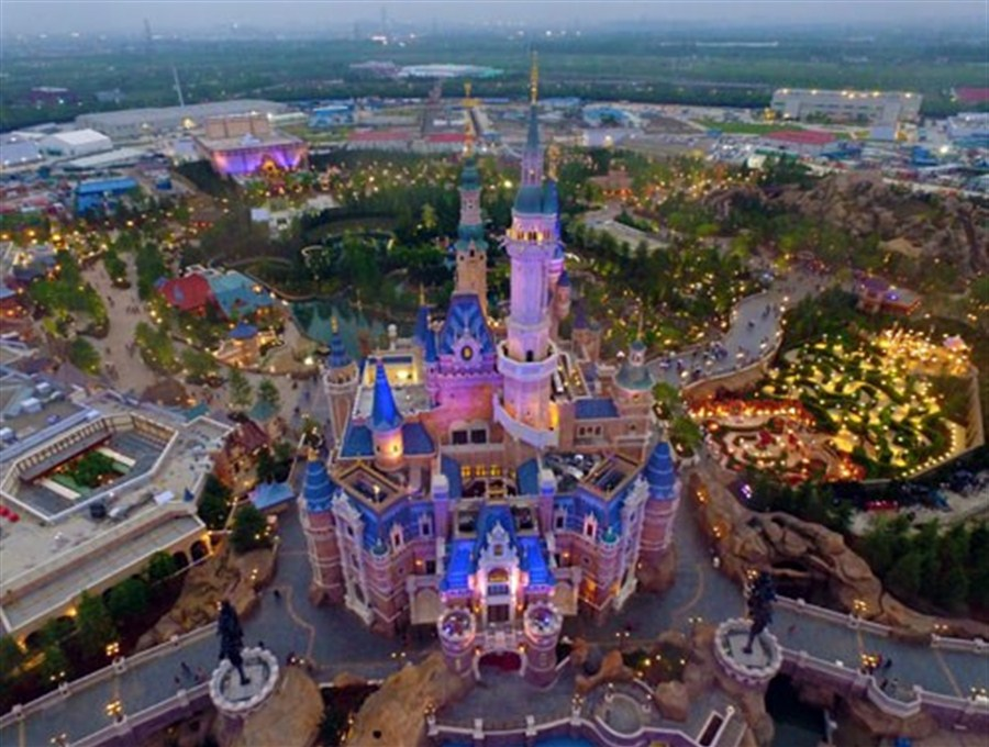 Disney Resort S Trial Run Attracts 30 000 Funseekers