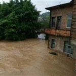 Floods displace thousands in central China