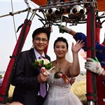 Group wedding on hot air balloons held in China's Henan Province