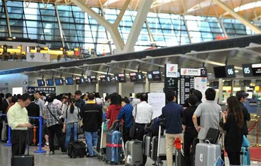 Shanghai sees more passengers