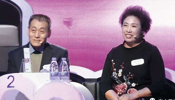 "On the TV show ""Chinese-style Blind Date,"" a mother with a son asks a female candidate about the tem¬perature of her hands and feet."