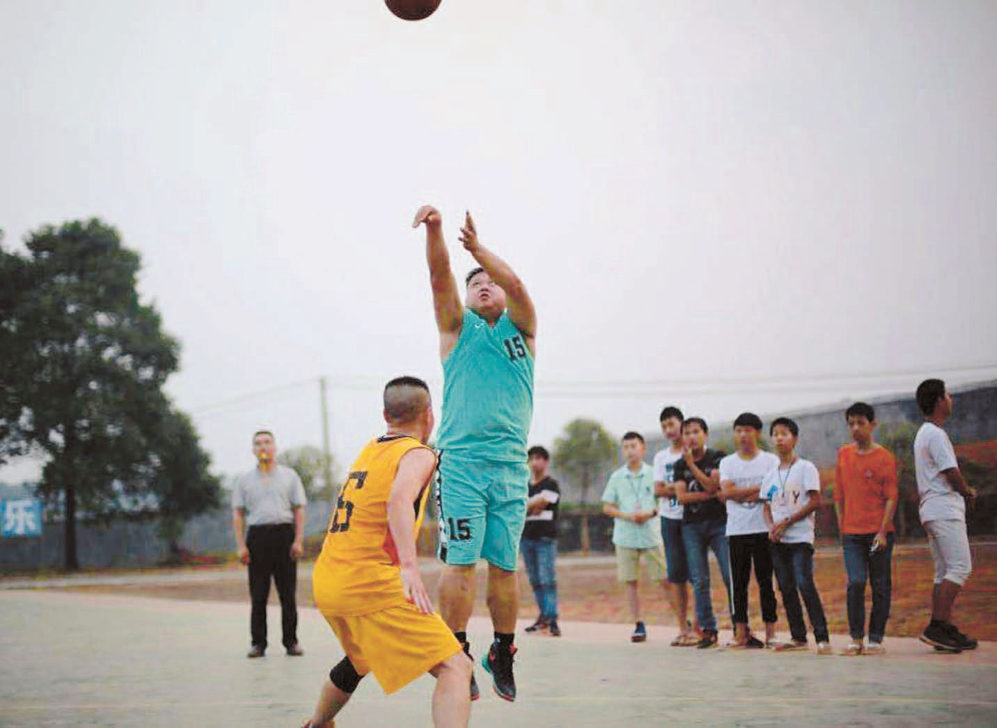 "Basketball matches are often held in Gezhuang Village, which was honored by Hebei as a provincial ""Village of Basketball"" in 1973."