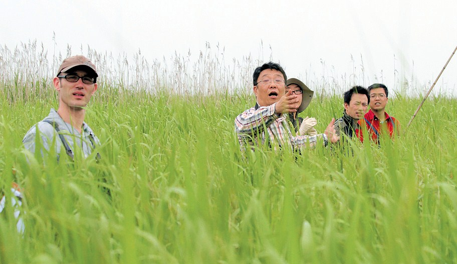 Wang Tianhou (middle), director of the ecology program at East China Normal University, said more than 62 percent of the emerging diseases in the world originate from wildlife.