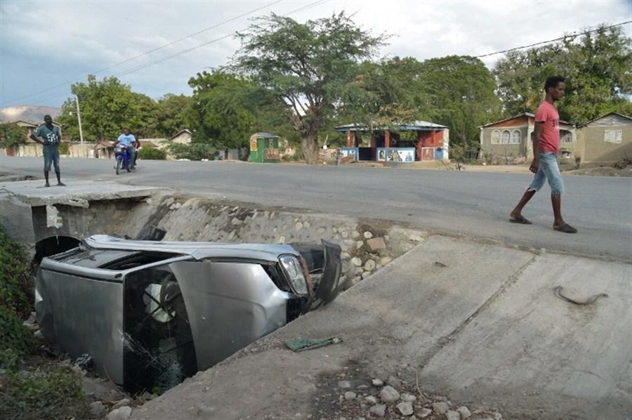 Bus in Haiti flees accident, kills 38: officials