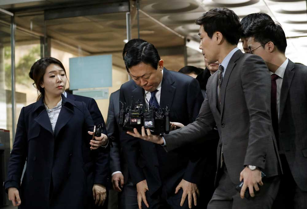 Lotte Group chairman Shin Dong-bin bows as he arrives at a court in Seoul, South Korea, yesterday. Shin and three family members are on trial for embezzlement, tax evasion and fraud. — Reuters