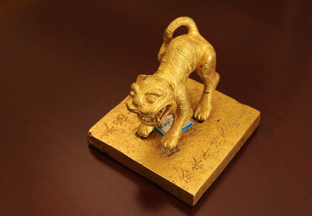 gold tiger seal