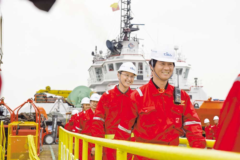 "Crew members from the salvage team on the command ship, ""Dali"", one of the Chinese vessels that helped to raise the wreck of the sunken South Korean ferry Sewol, return home to Shanghai yesterday. Shanghai Salvage Company won the bid to carry out the salvage operation in July 2015, 15 months after the Korean ferry sank, causing the deaths of 304 passengers. After 590 days of salvage operation, the wreck was lifted on March 22. The company still has several vessels on site to prepare Sewol for being brought ashore. — He Tingtong"