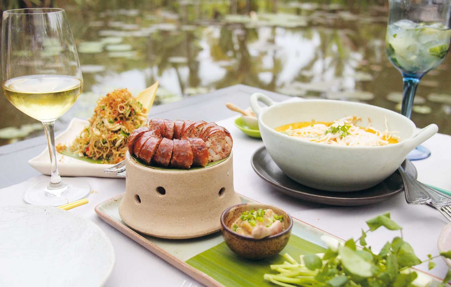 Manda de Laos features a lovely lotus pond and provides some of the best Lao plates.