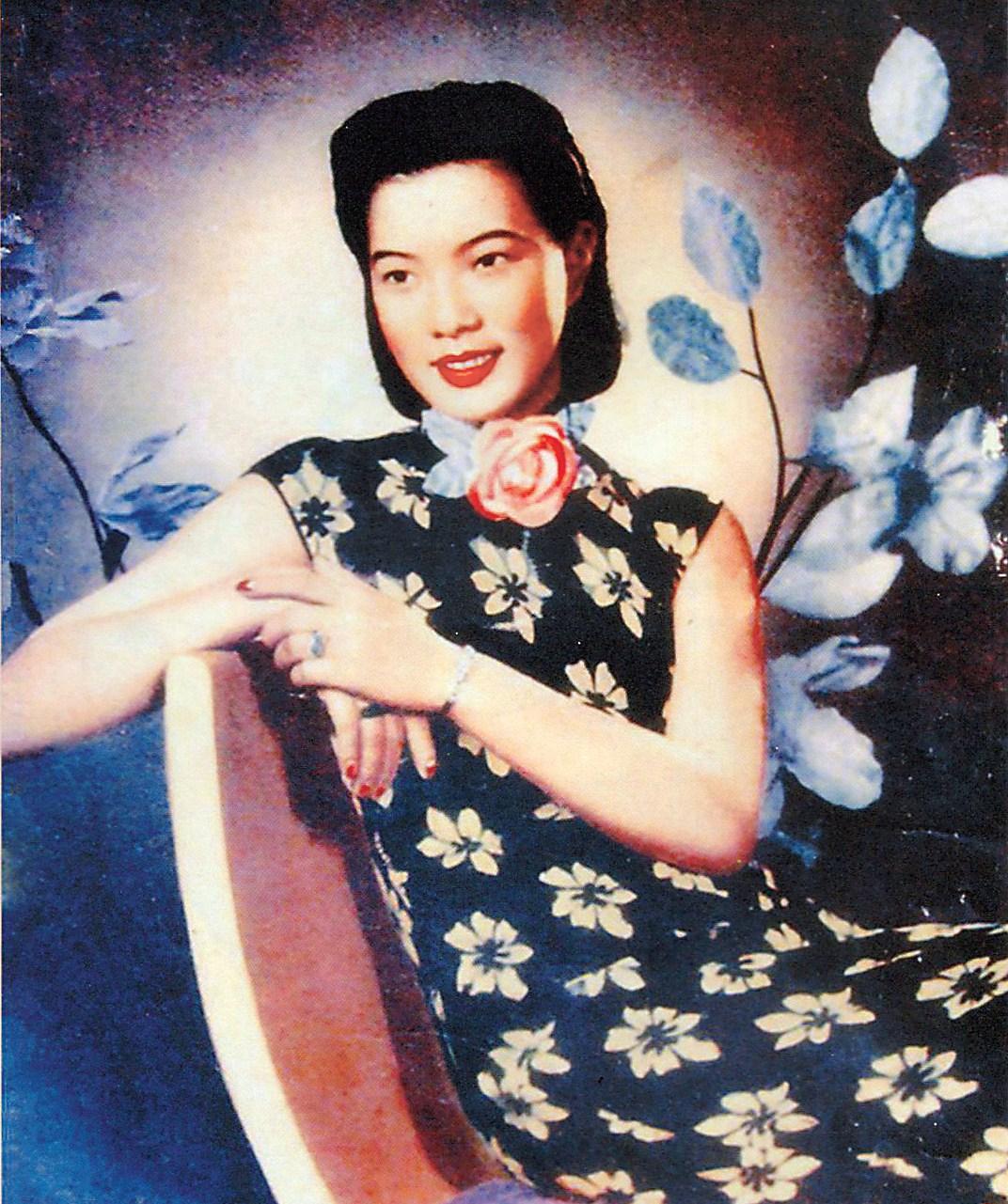 Chen Manli, a popular dance hostess