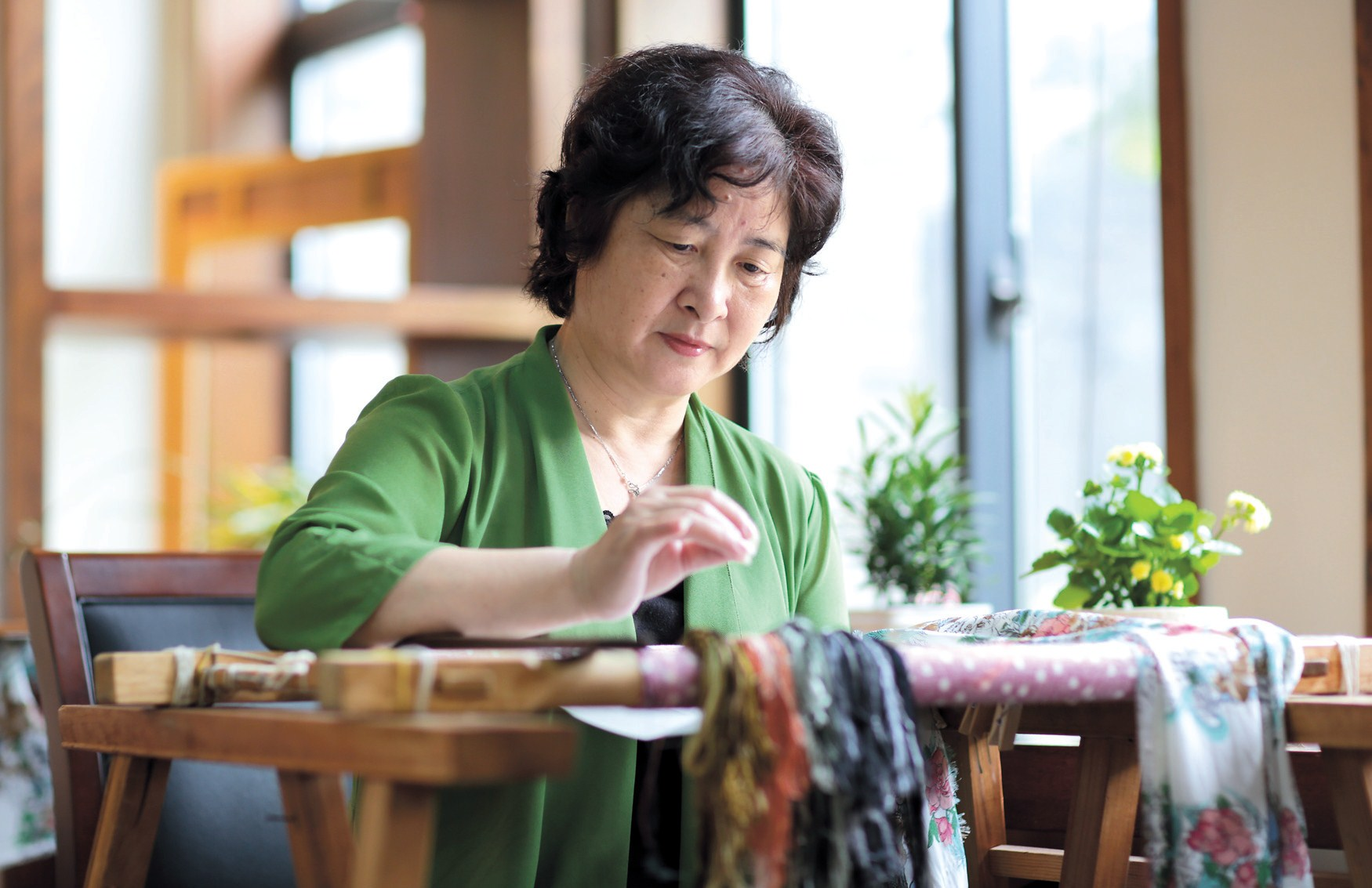 Embroidery master Zhao Hongyu at work