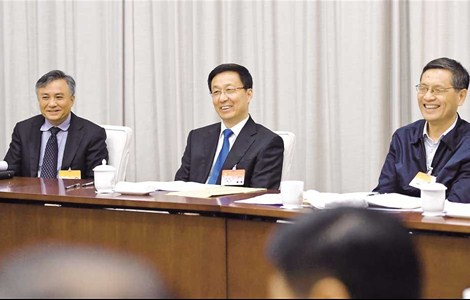 Shanghai Party Secretary Han Zheng (center) and other representatives attend the 15th Plenary Session of the 10th CPC Shanghai Committee yesterday. The session approved to hold the 11th Congress of CPC Shanghai Committee on May 8.