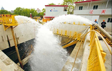 THE city launched an anti-flood and anti-hurricane drill in a construction site near Zhongshan Park yesterday to prepare for the four-month flood season that is due to start on June 1. This year is expected