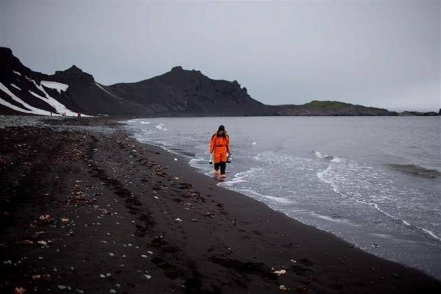 China has no plans to mine Antarctica