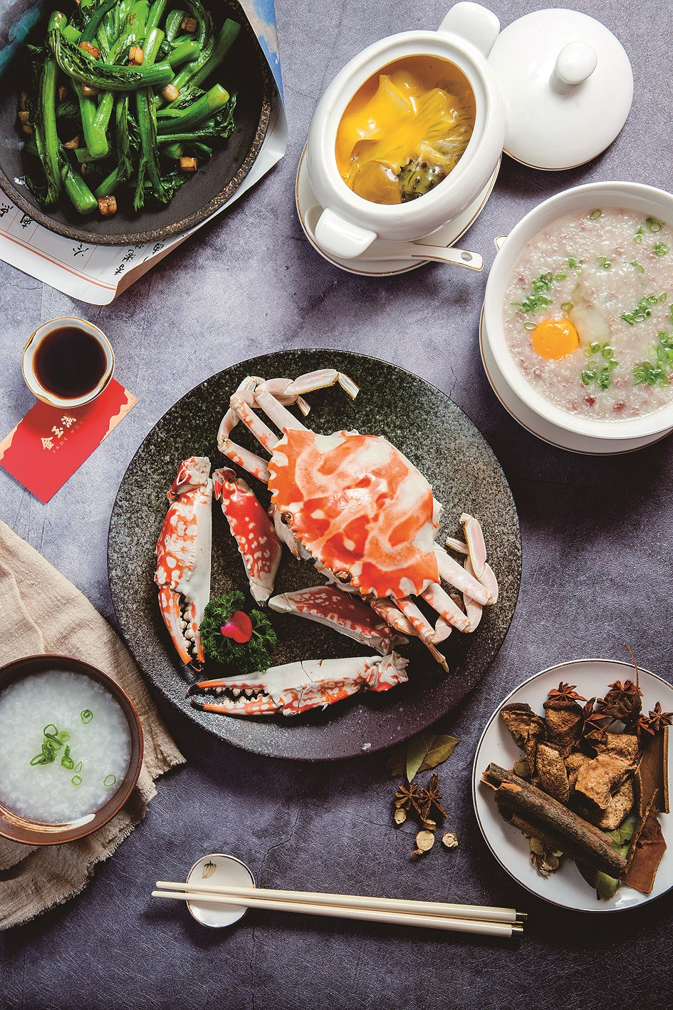 Since Chaozhou is a coastal region, seafood and vegetables feature well.