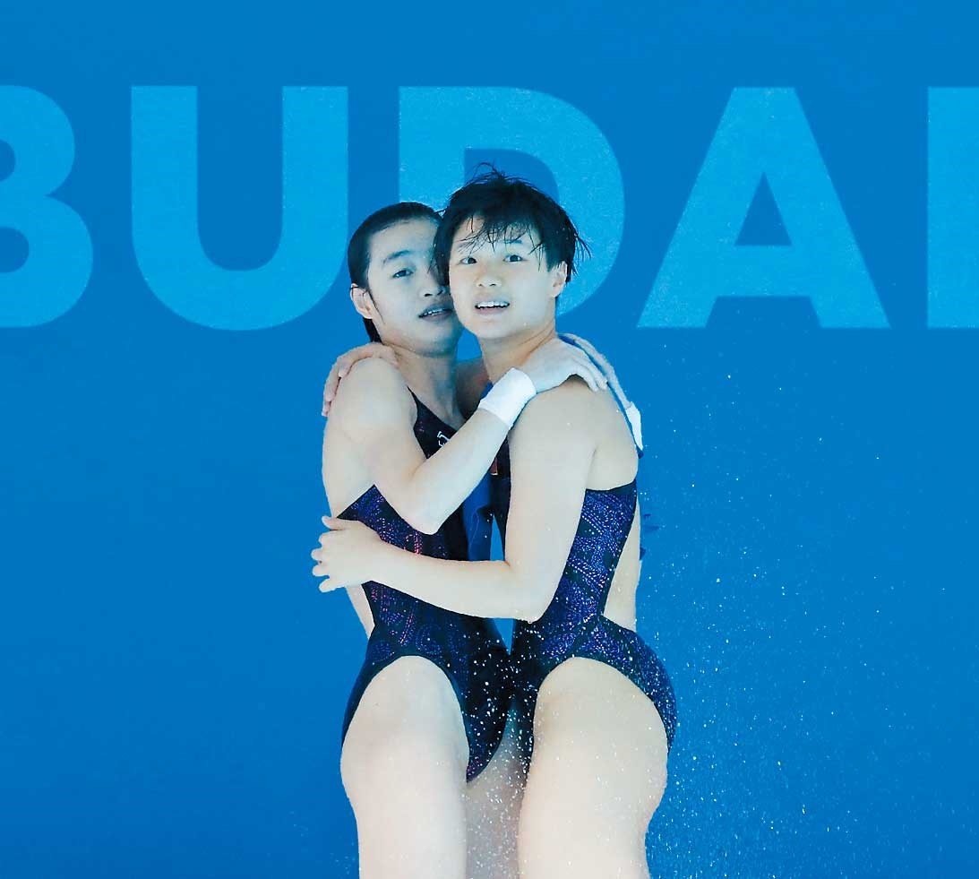 Divers Chang Yani and Shi Tingmao celebrate their victory in the women's 3-meter springboard synchronized final at the FINA world championships in Budapest, Hungary, yesterday. China has a chance for another gold in the day's second event when Chen Aisen and Yang Hao compete in the men's 10m platform synchro final. On Sunday, Peng Jianfeng won the men's 1m springboard final ahead of teammate He Chao, and Ren Qian and Si Yajie followed up with gold in the women's 10m synchro. The two-gold haul came a day after China failed to make the podium in women's 1m springboard, and then missed out on gold in men's 3m springboard synchro, both for the first time at a worlds since 2003. — Reuters