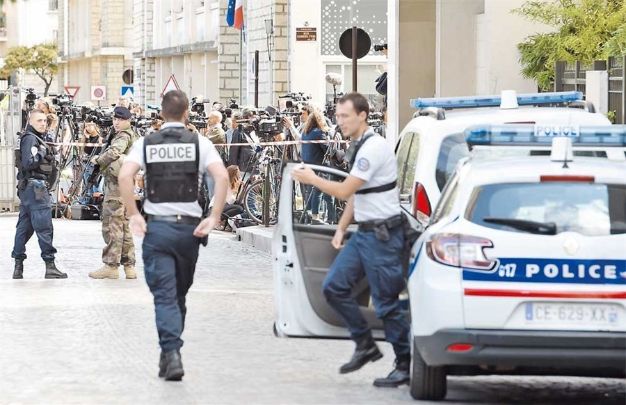 French police arrest suspect after car rams into soldiers, injuring 6