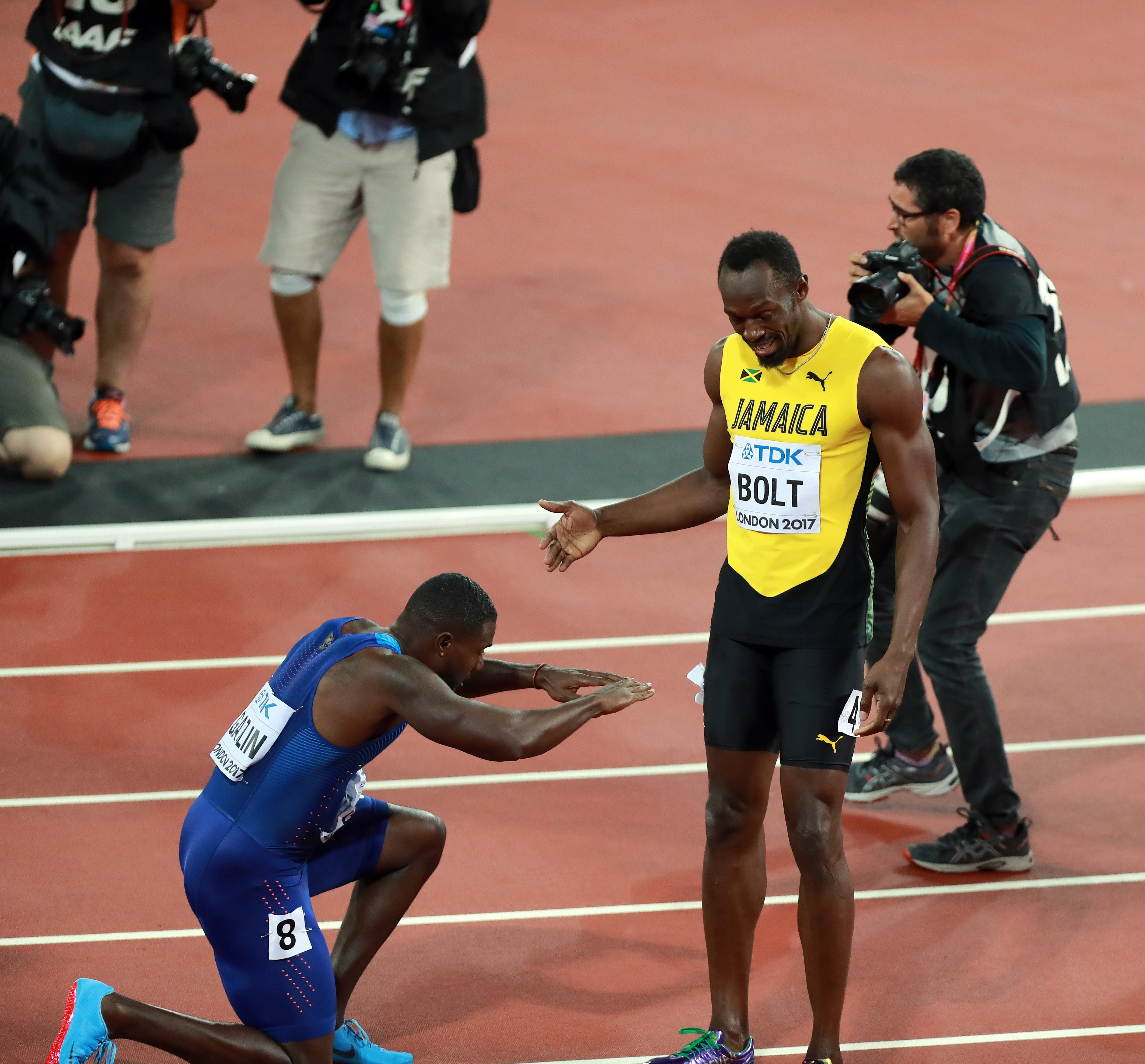 Veteran American sprinter Justin Gatlin, 35, bows down to Bolt after the race as if saluting a king. — All photos by Xinhua