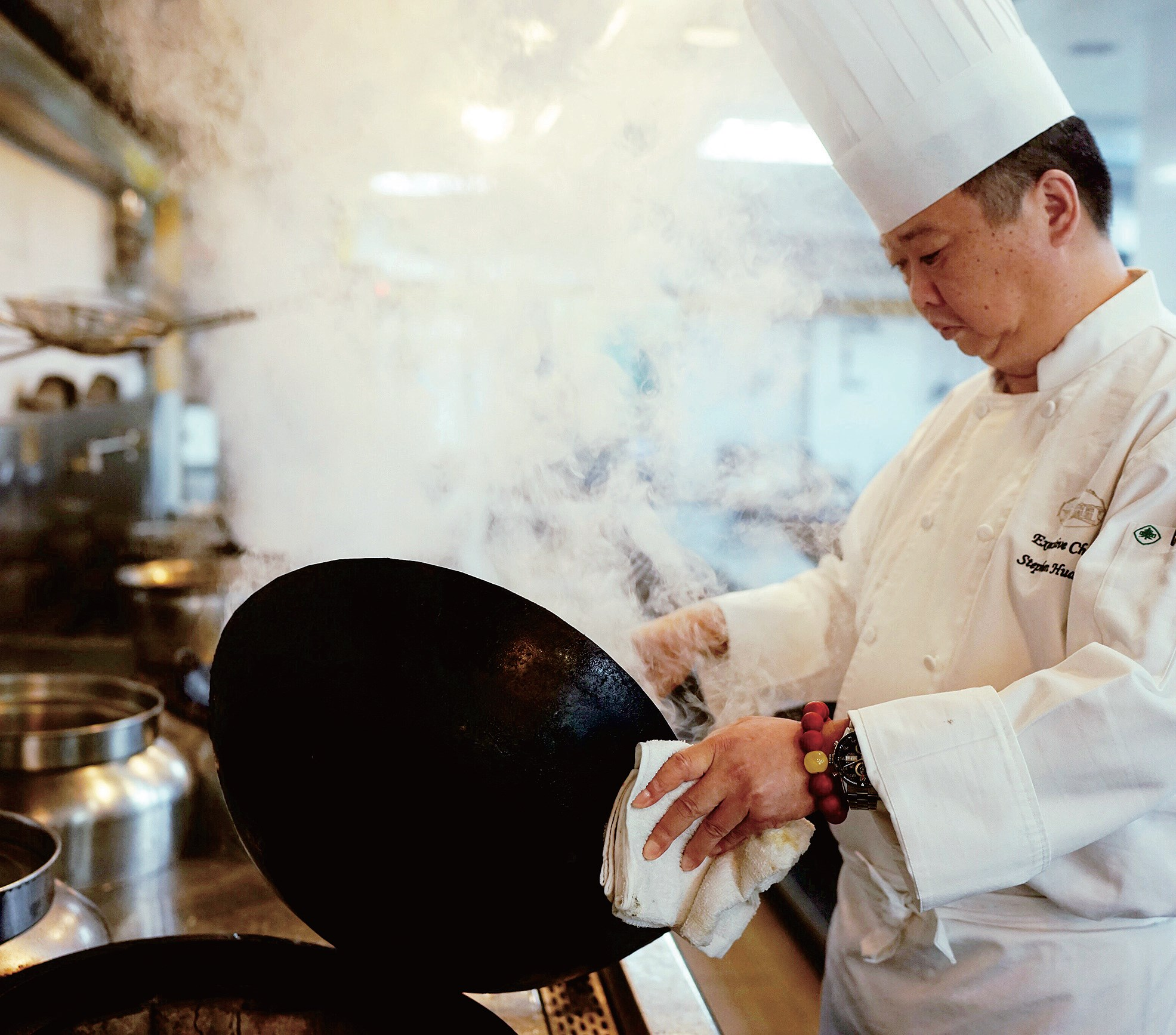 Huang Xin, a celebrated chef at the Hong Qiao State Guest Hotel in Shanghai, has cooked at more than 100 state banquets and receptions in the city.