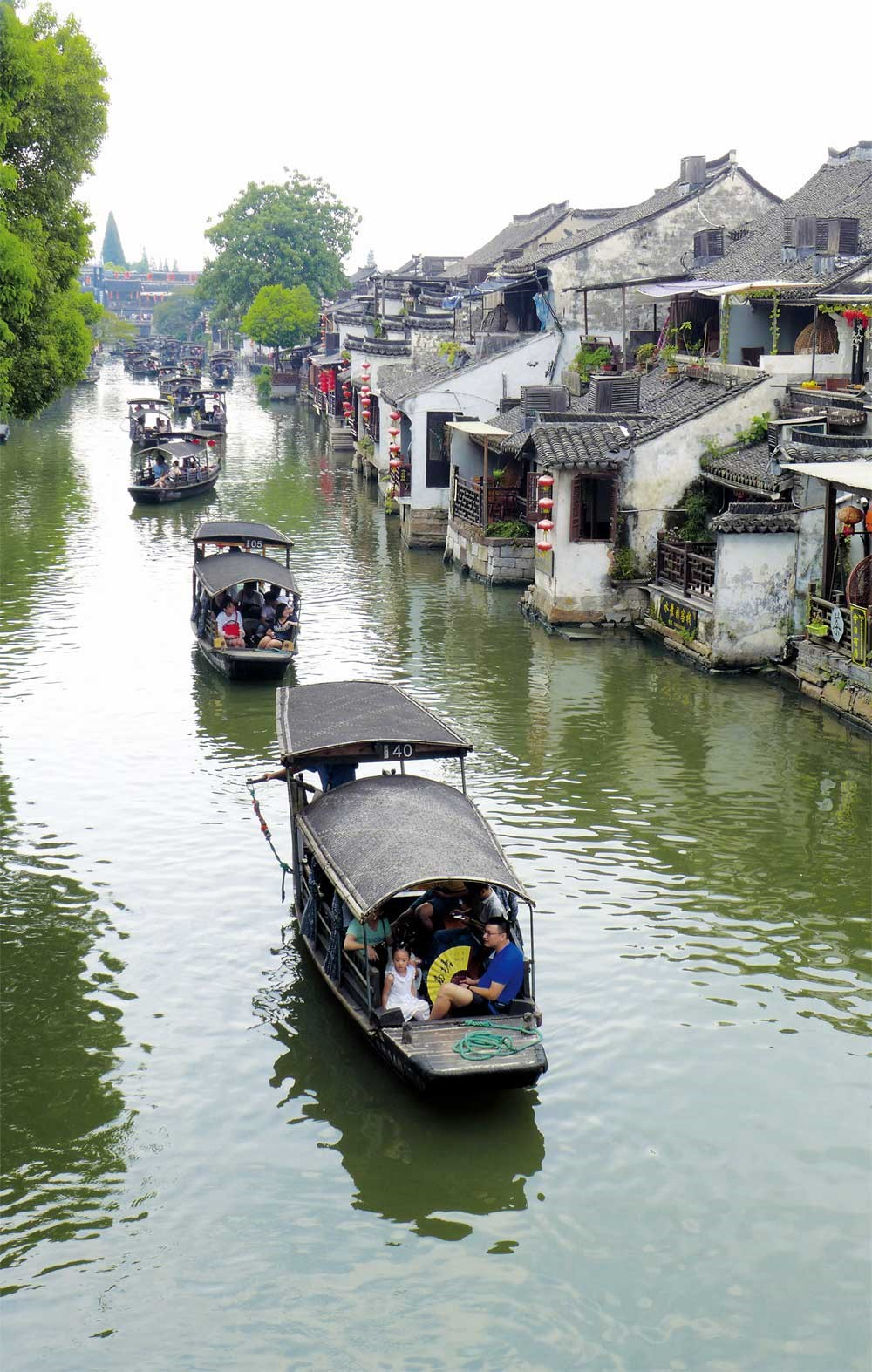 The water town of Xitang boasts more expansive waterways and architecture. — Wang Rongjiang