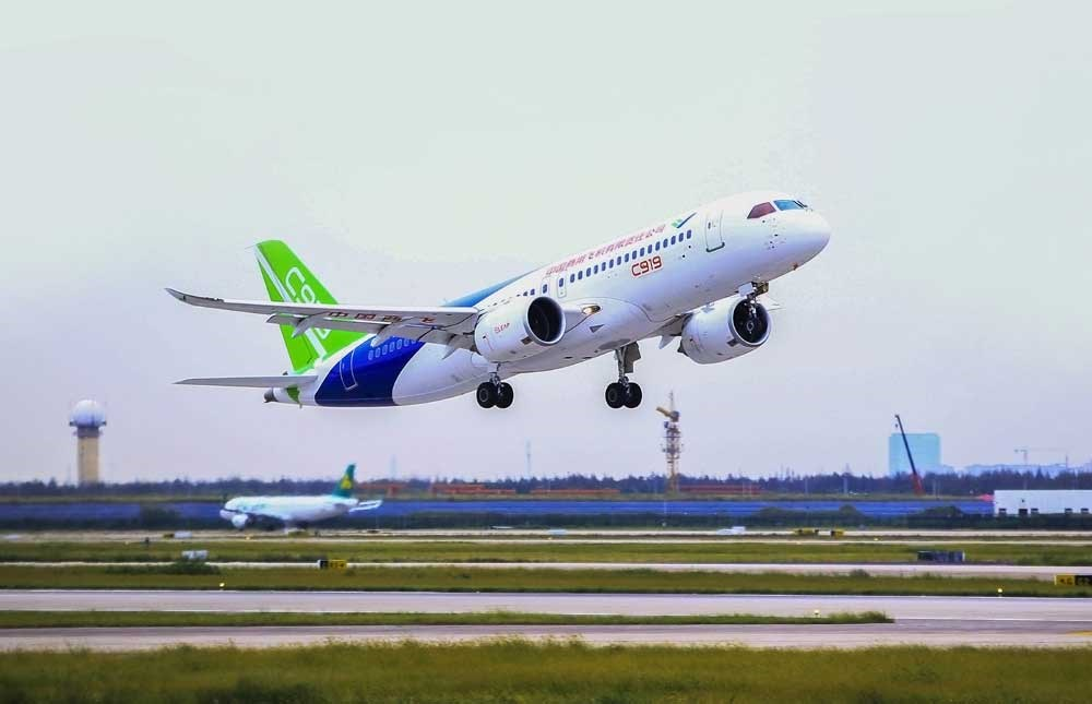 China's home-developed C919 airliner takes off on its second test flight from Shanghai's Pudong International Airport yesterday. The plane will compete for orders worldwide with the Airbus 320 and Boeing's latest 737. — Zhang Haifeng