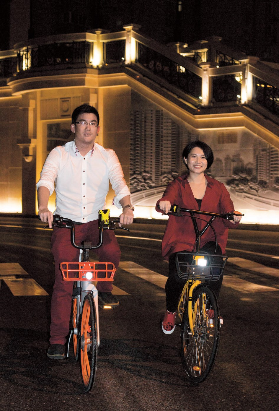 Francis Hau (left), founder of the Shanghai Bike Ride group, and his friend Joanna Zhang enjoy an evening ride on Guangfu Road W. in Putuo District.