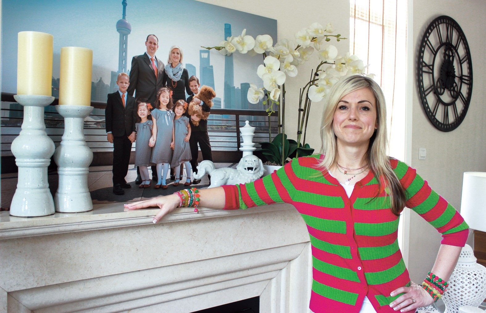 New Yorker Suzanne Calton is pictured at her Shanghai home. In the background is a photo of her family. — Wang Haoling