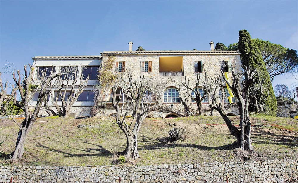 This file photo in Mougins shows the villa in which Spanish painter Pablo Picasso (1881-1973) spent the last years of his life. The villa will be auctioned today in Grasse. — AFP