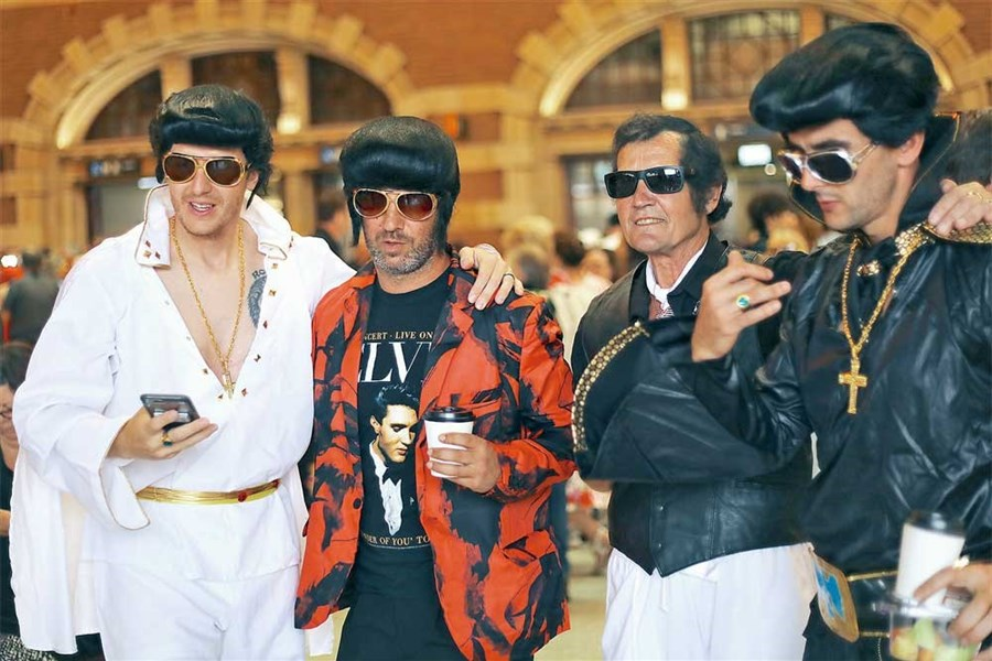 Fans on 'Elvis Express' set out on journey to mark anniversary